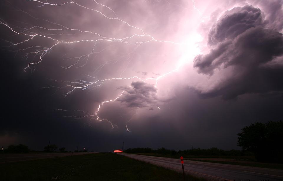 Cómo prevenir accidentes durante las tormentas